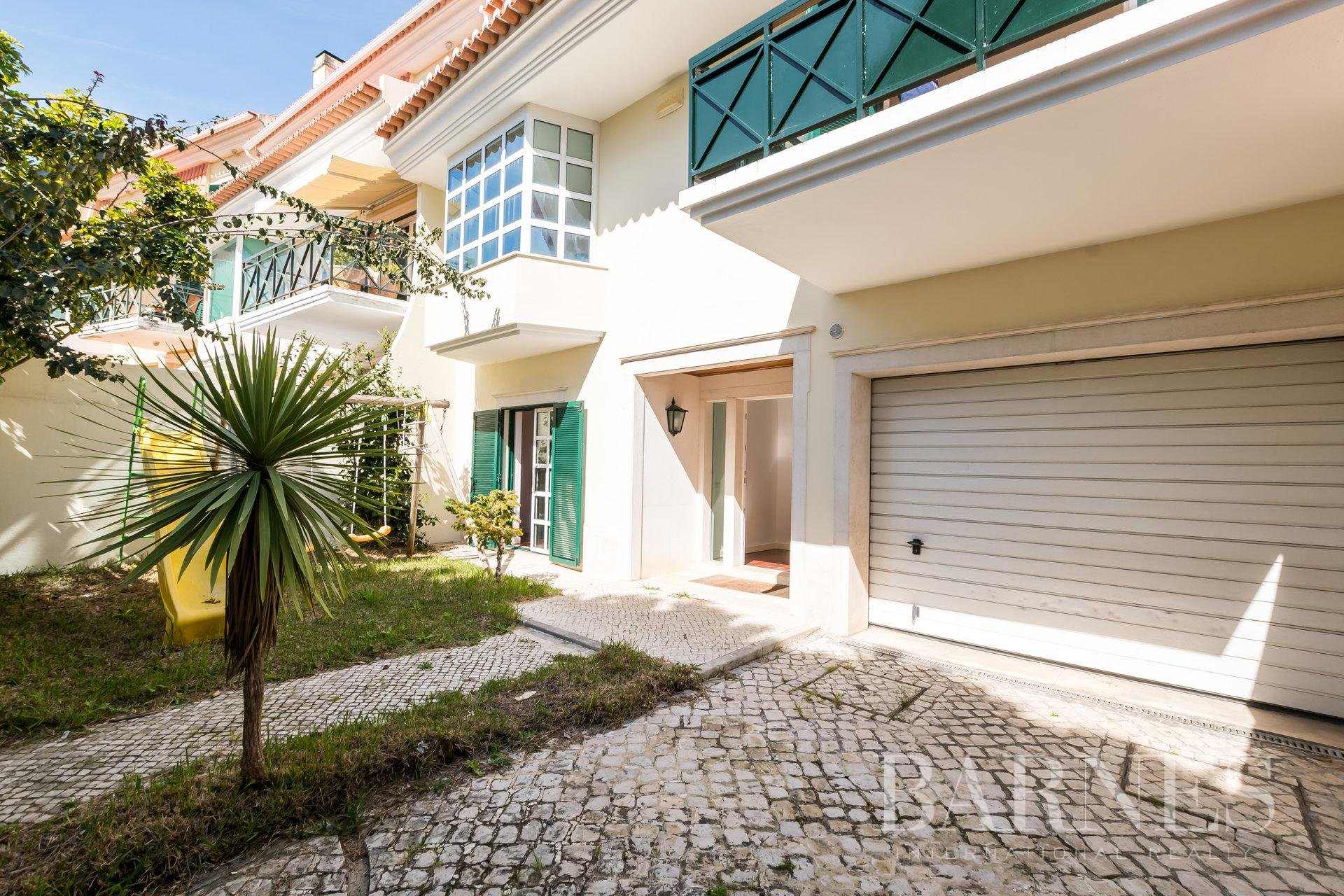 5 Bedroom Townhouse in Caxias