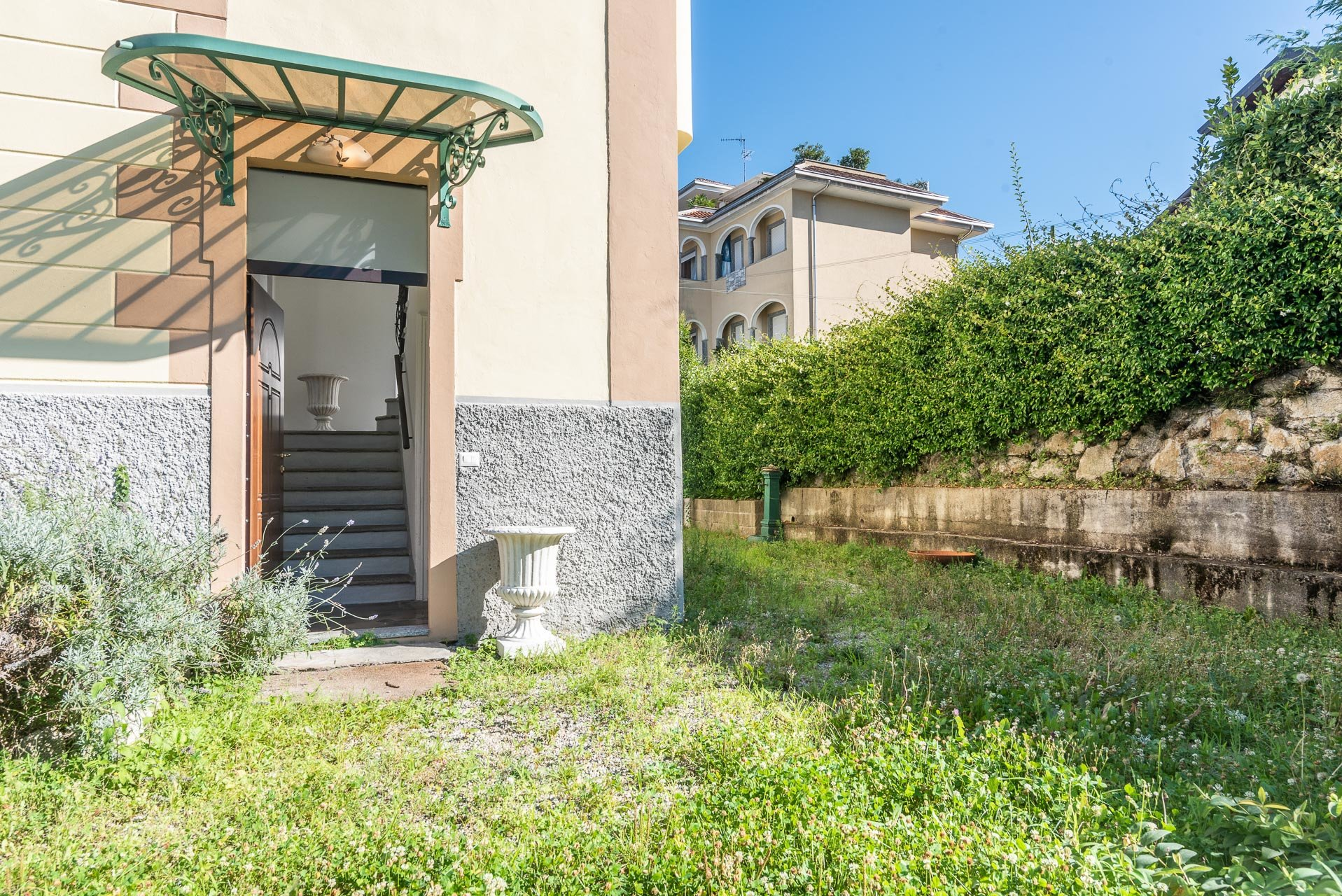 Villa from the early 1900s for sale in the center of Stresa