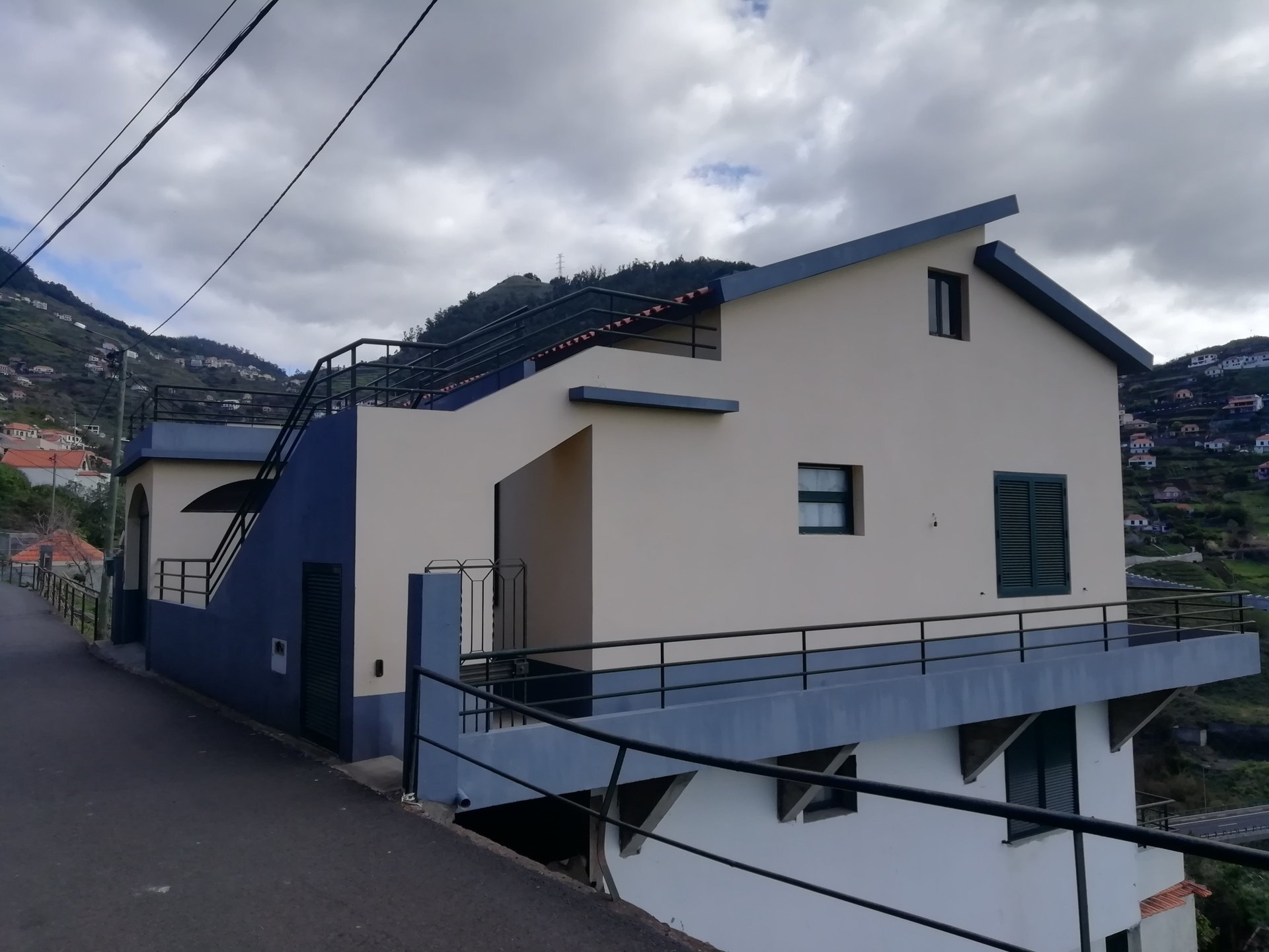 Contemporary house with sea view 15 minutes from Funchal