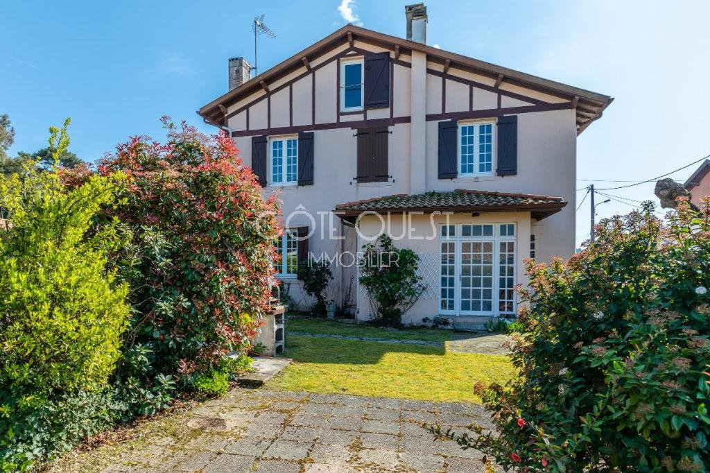 ANGLET MONTBRUN – A TOWN HOUSE IN A PRIME LOCATION