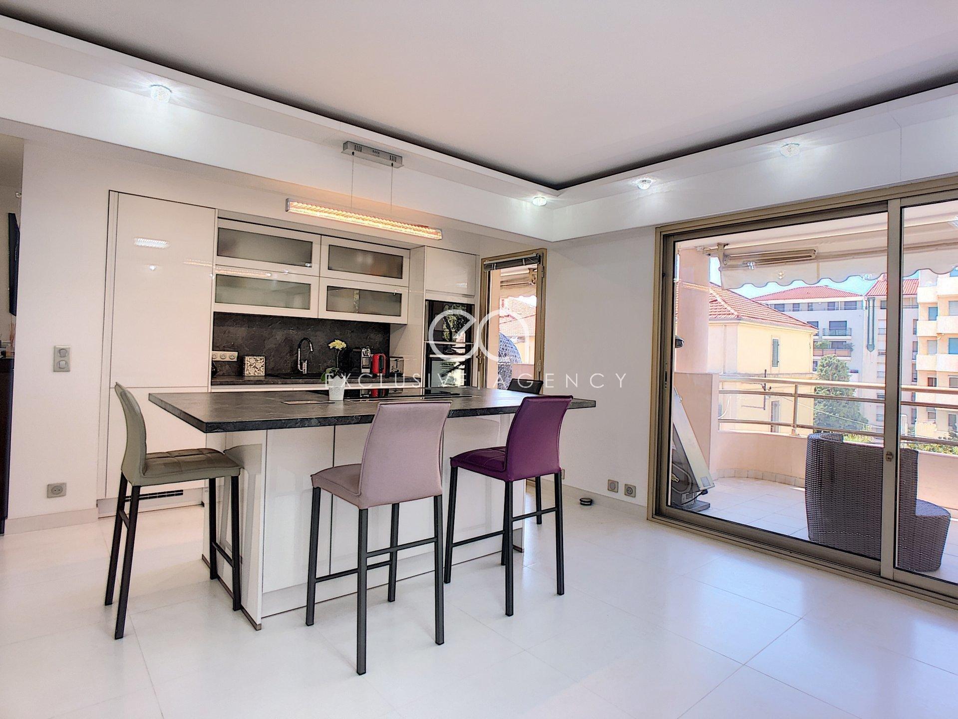 LOCATION A L'ANNÉE Cannes proche centre-ville 2 pieces 50m2 avec terrasse 20m2 et garage