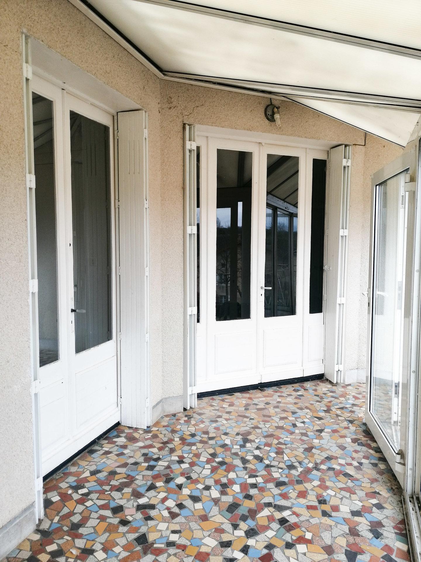 Sale House - Lussac-les-Châteaux