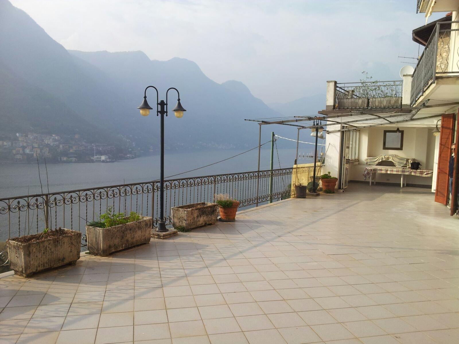 trilocale con terrazzo a Pognana Lario