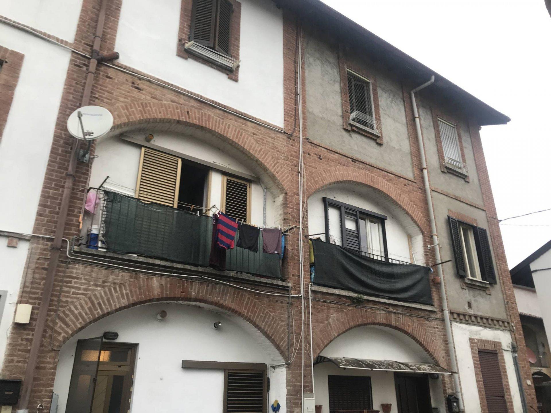 trilocale con balcone a Bregnano (CO)