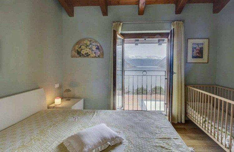 nuovo appartamento con vista lago e piscina a Faggeto Lario