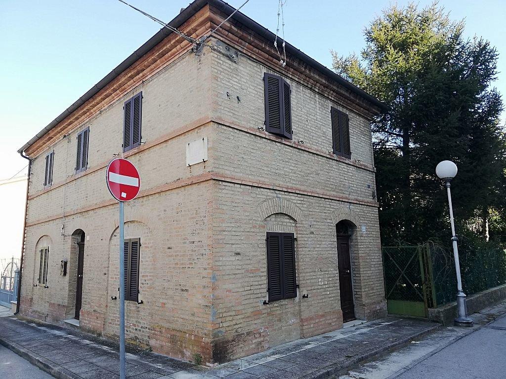 CASTELVECCHIO DI MONTE PORZIO (PU) - CASA SINGOLA CON GIARDINO