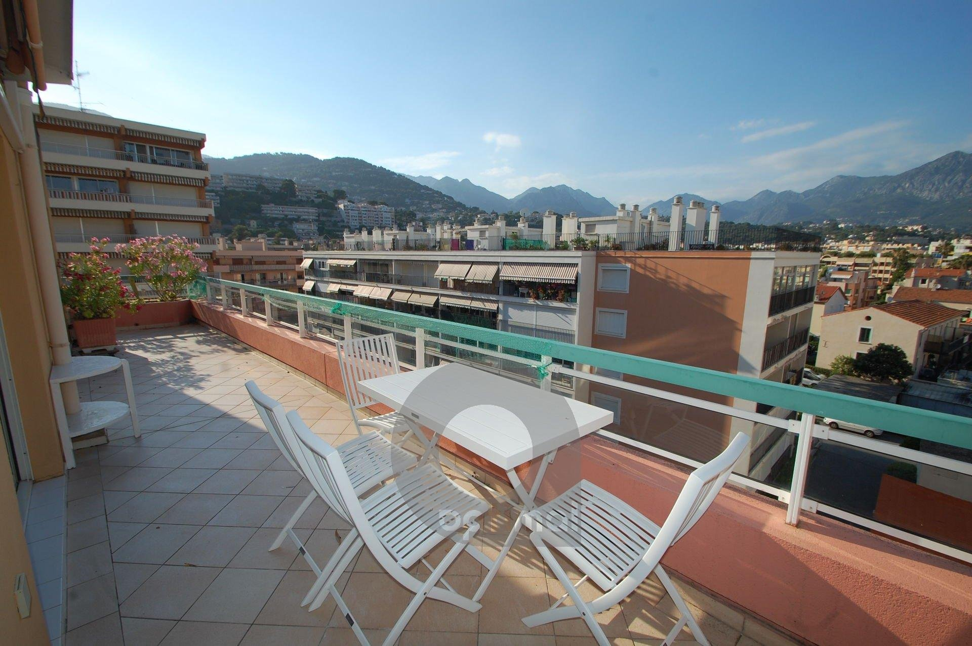 Big and beautiful 2 rooms with terrace and garage close to the beach