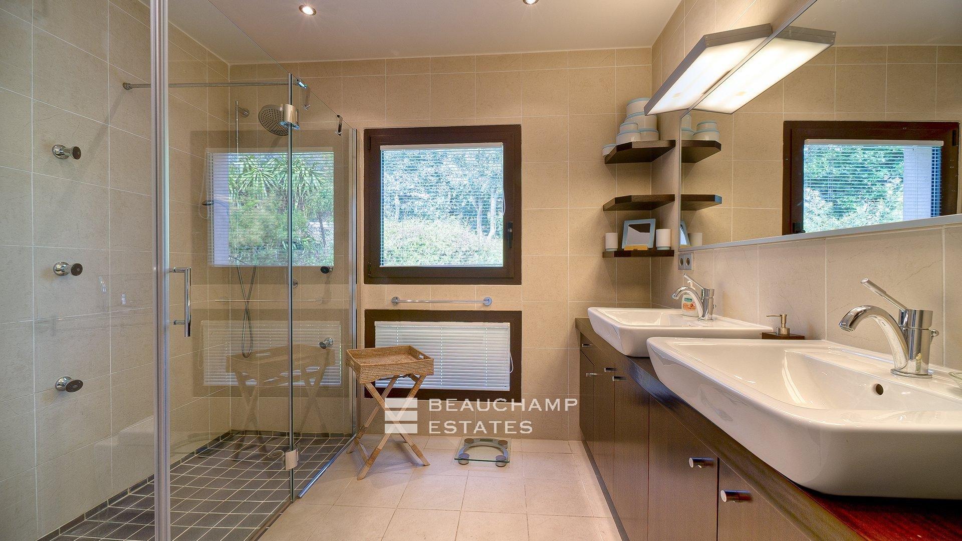 Contemporary Villa 5 bedrooms Cannes Sea View