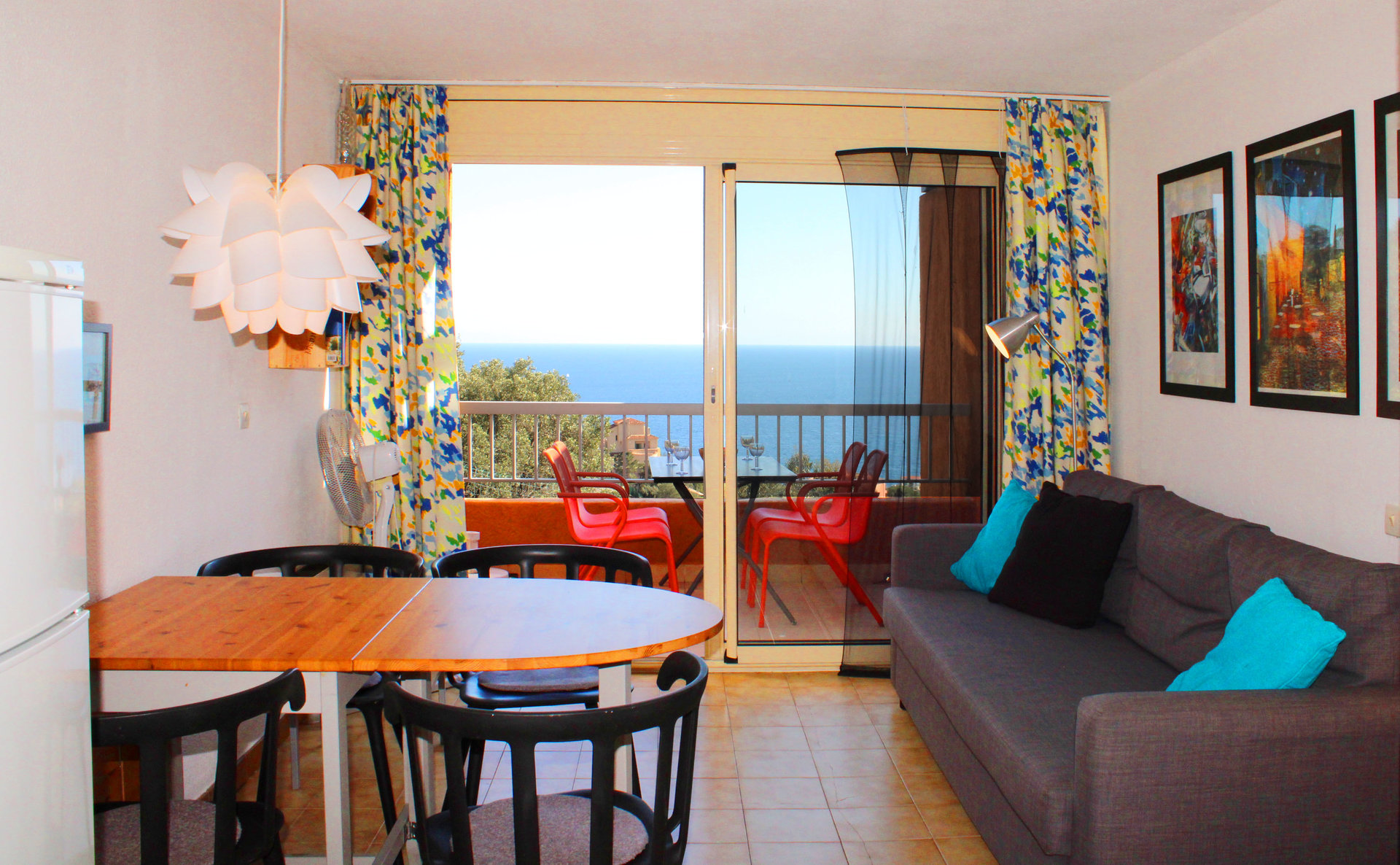 1 bedroom on top floor with panoramic sea view.