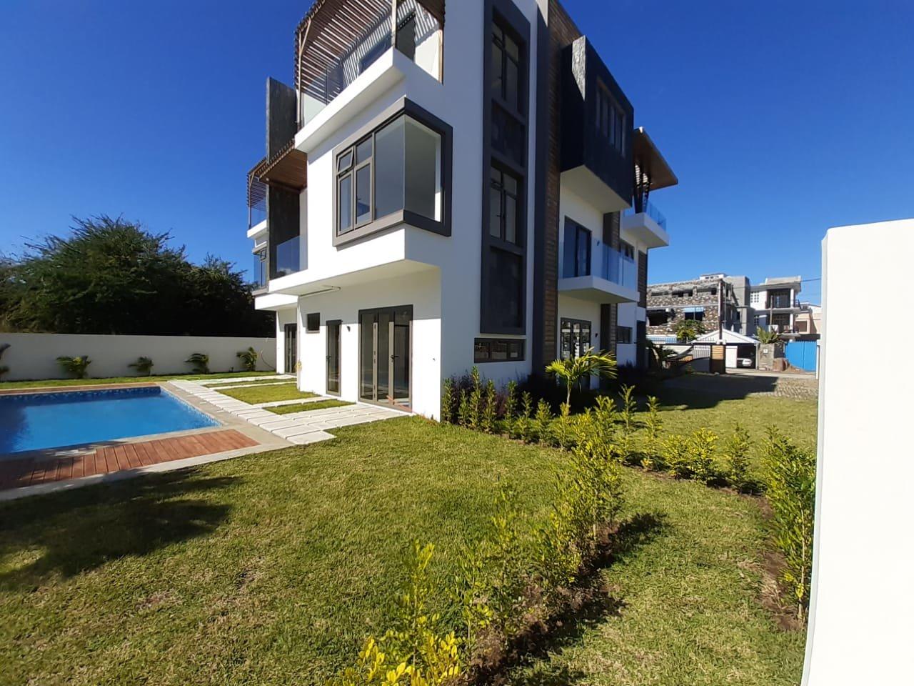 Contemporary House near the Beach