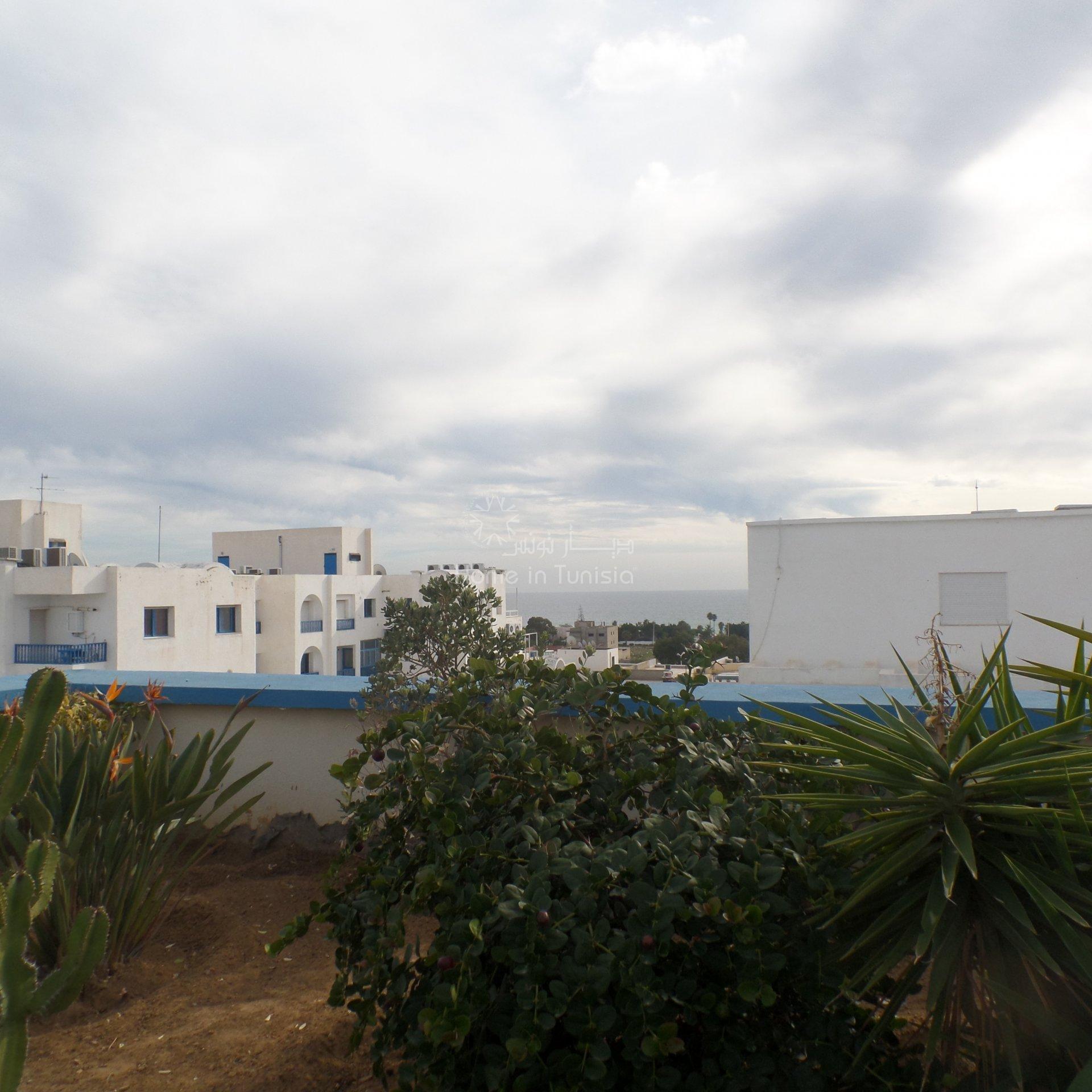 A 250 m du campus et 520 m de la plage à vendre très beau duplex S+2