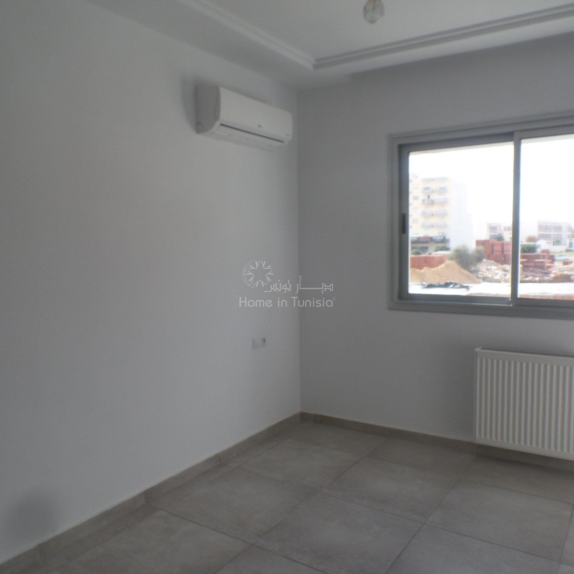 Dans immeuble de très grand standing à Mrzega vends appartement S+3