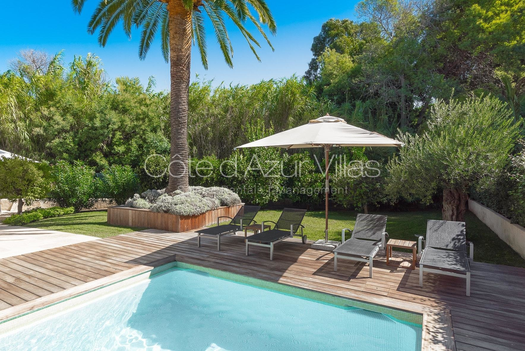 St Tropez - Beautiful Villa a stroll away from the Beach