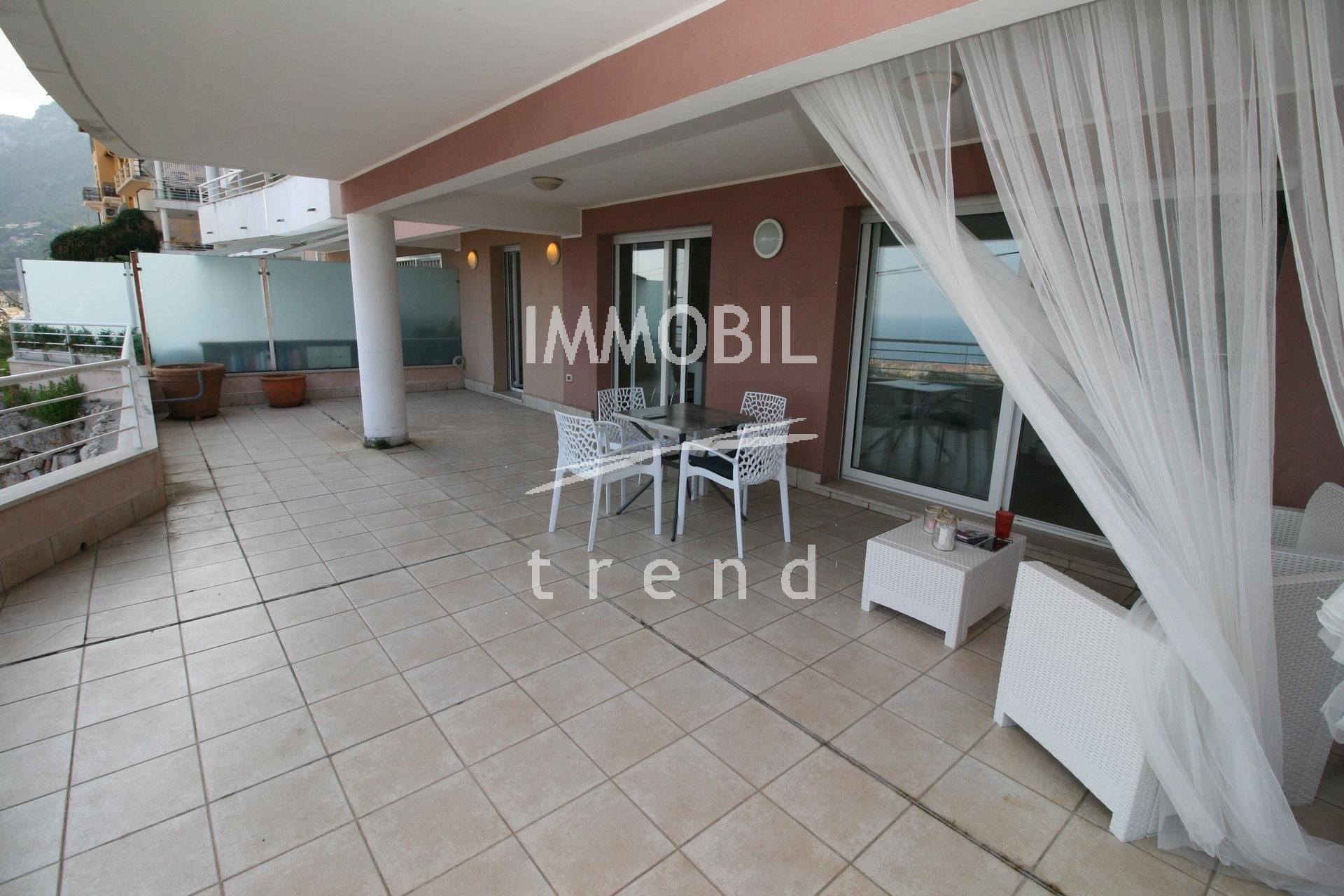 Beausoleil, terrace 90 m2, view sea and Rocher