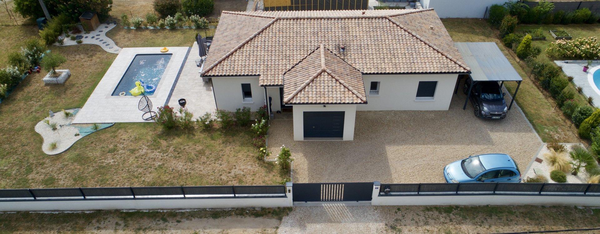 Maison moderne  de 2016 de 94m² avec piscine