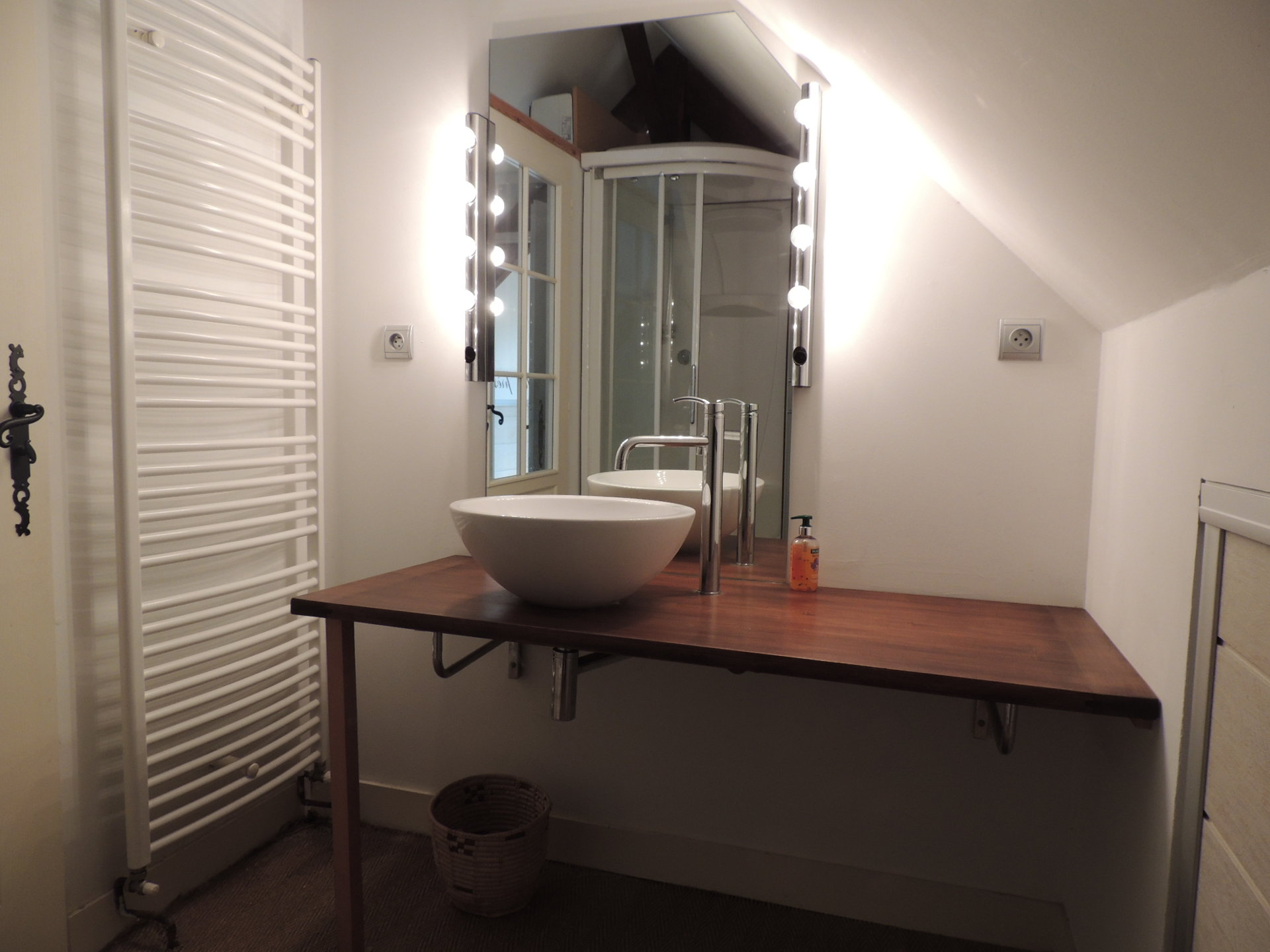 Substantial riverside house close to everything - Bordeaux 1 hr