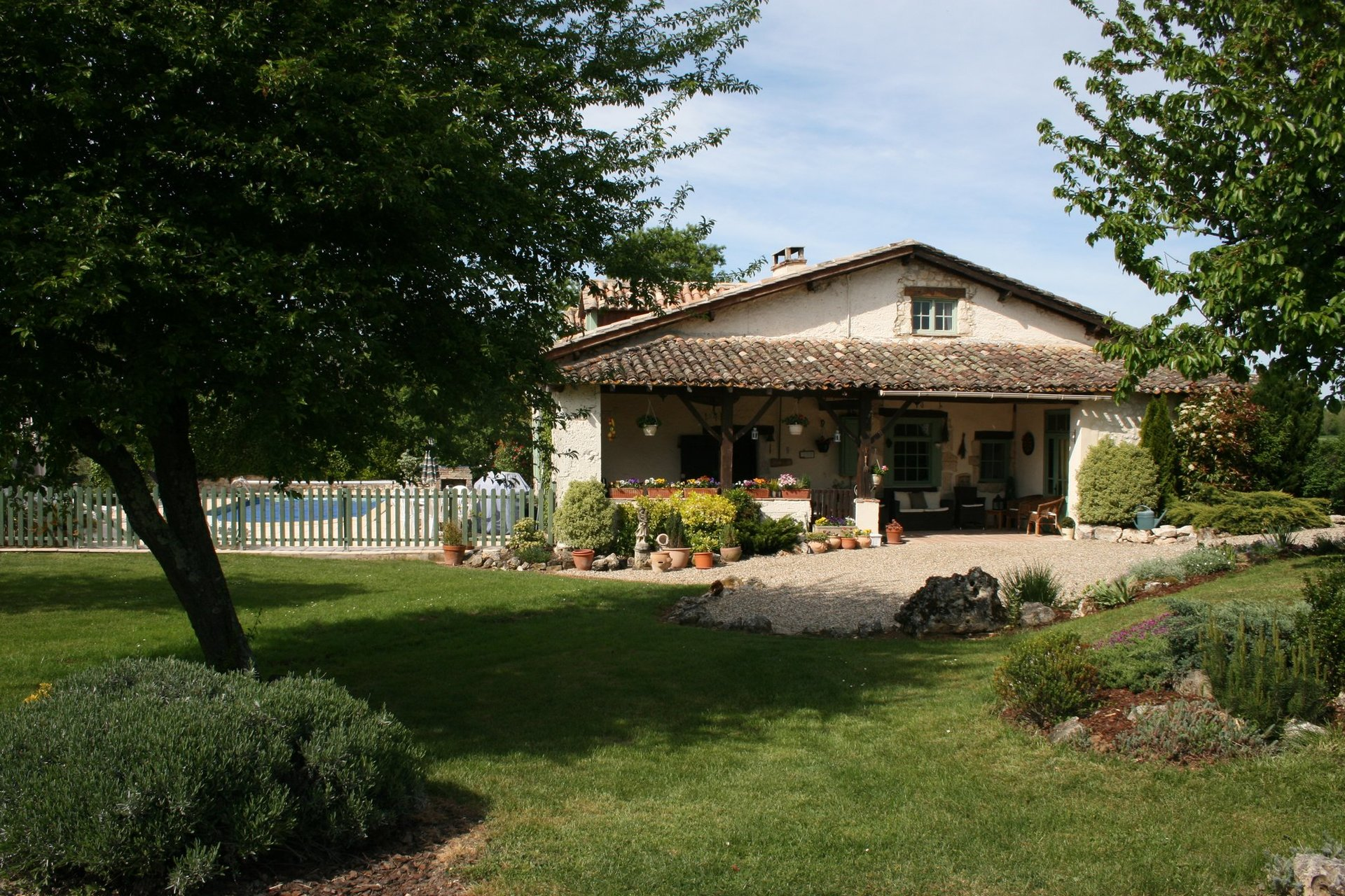 4 bed cottage with 2 gites, pool, mature garden in quiet hamlet near Bergerac