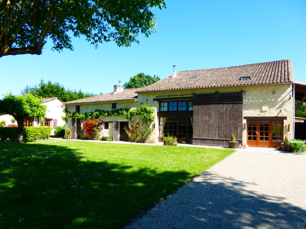 4 Bedroom house ideal for B&B + 2 Cottages + 7000m2 Garden