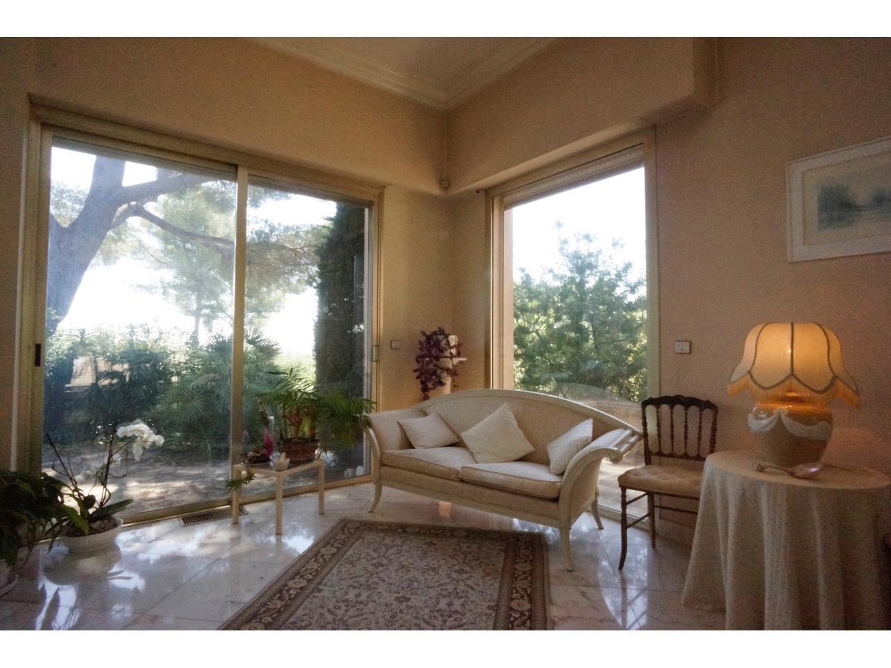 Roquefort les Pins, grand villa with pool.