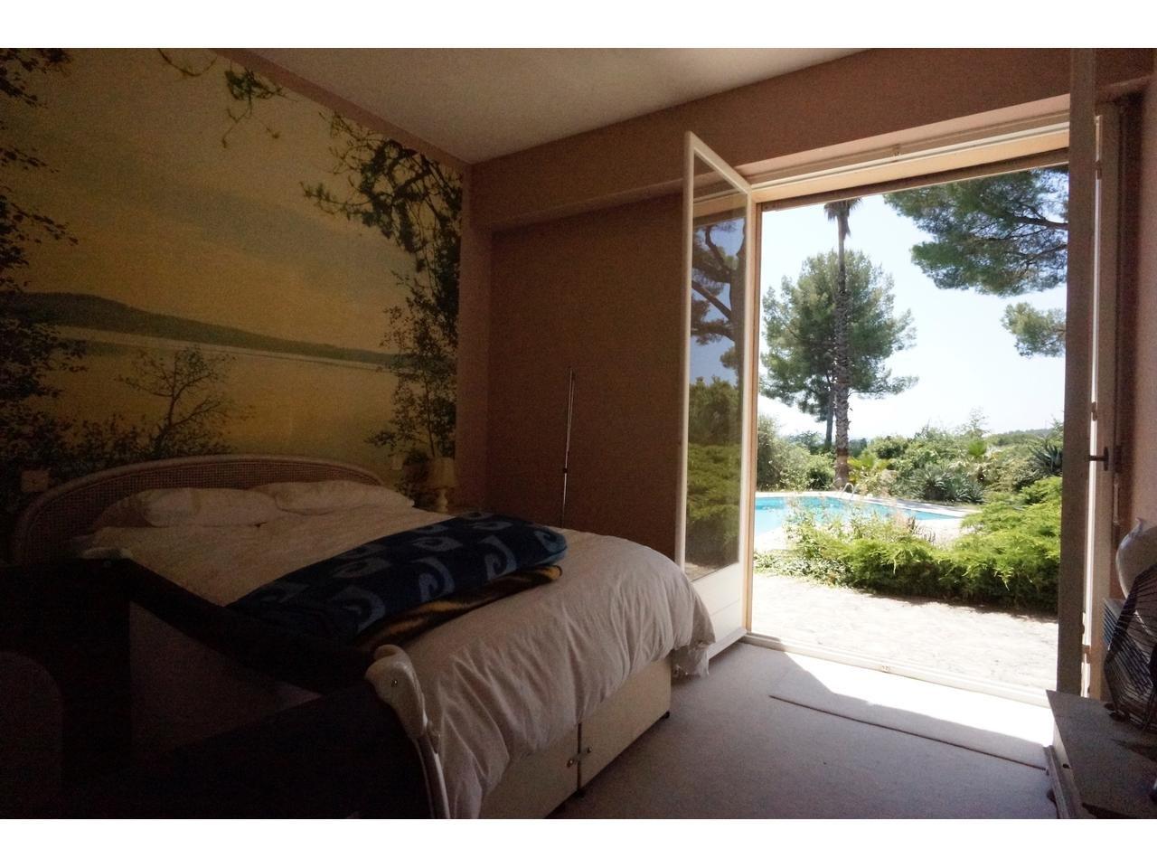 Maison  7 Pièce(s) 400 m²  à vendre