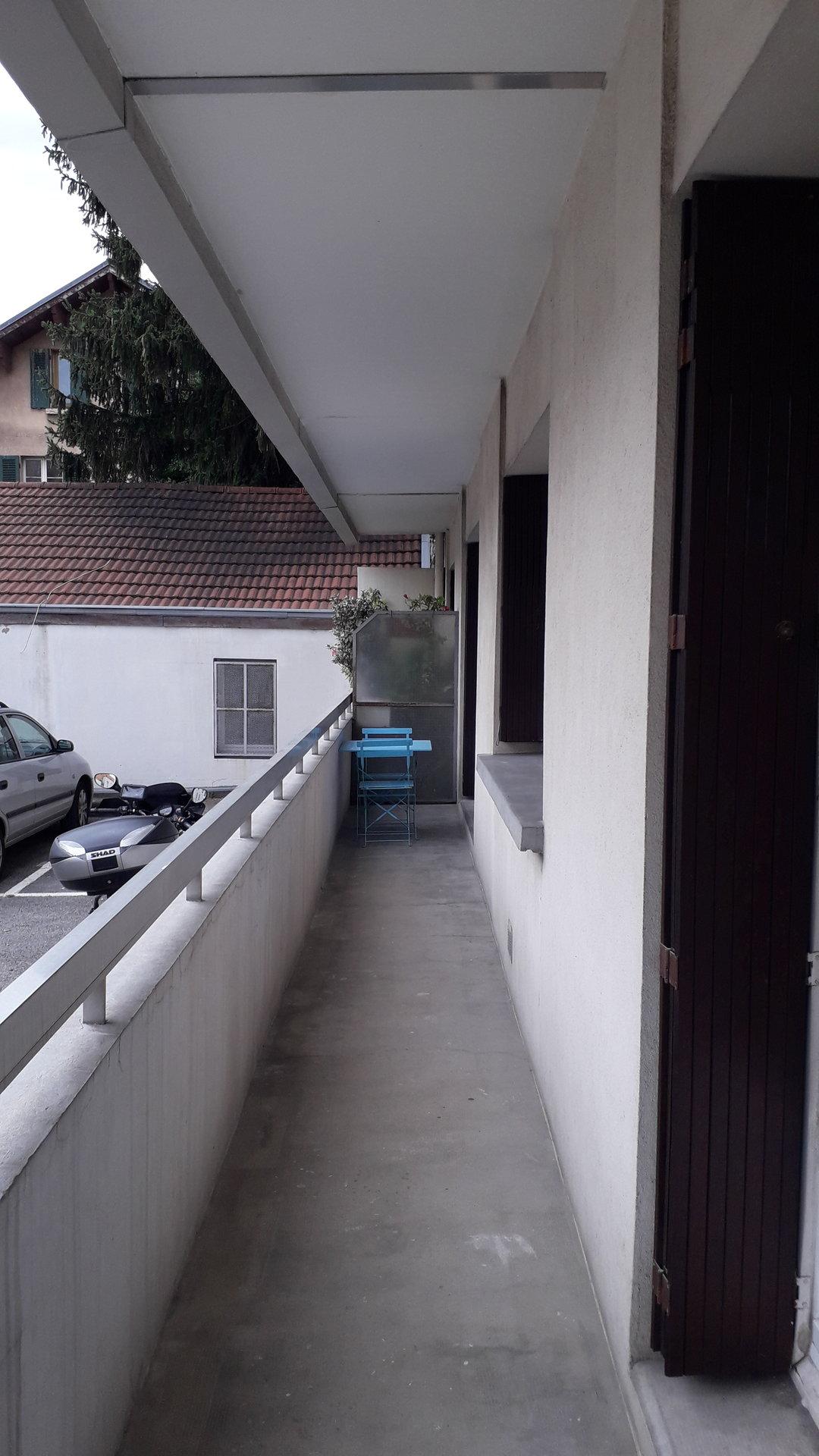 Grand T2 + balcon (secteur Pont Catane)