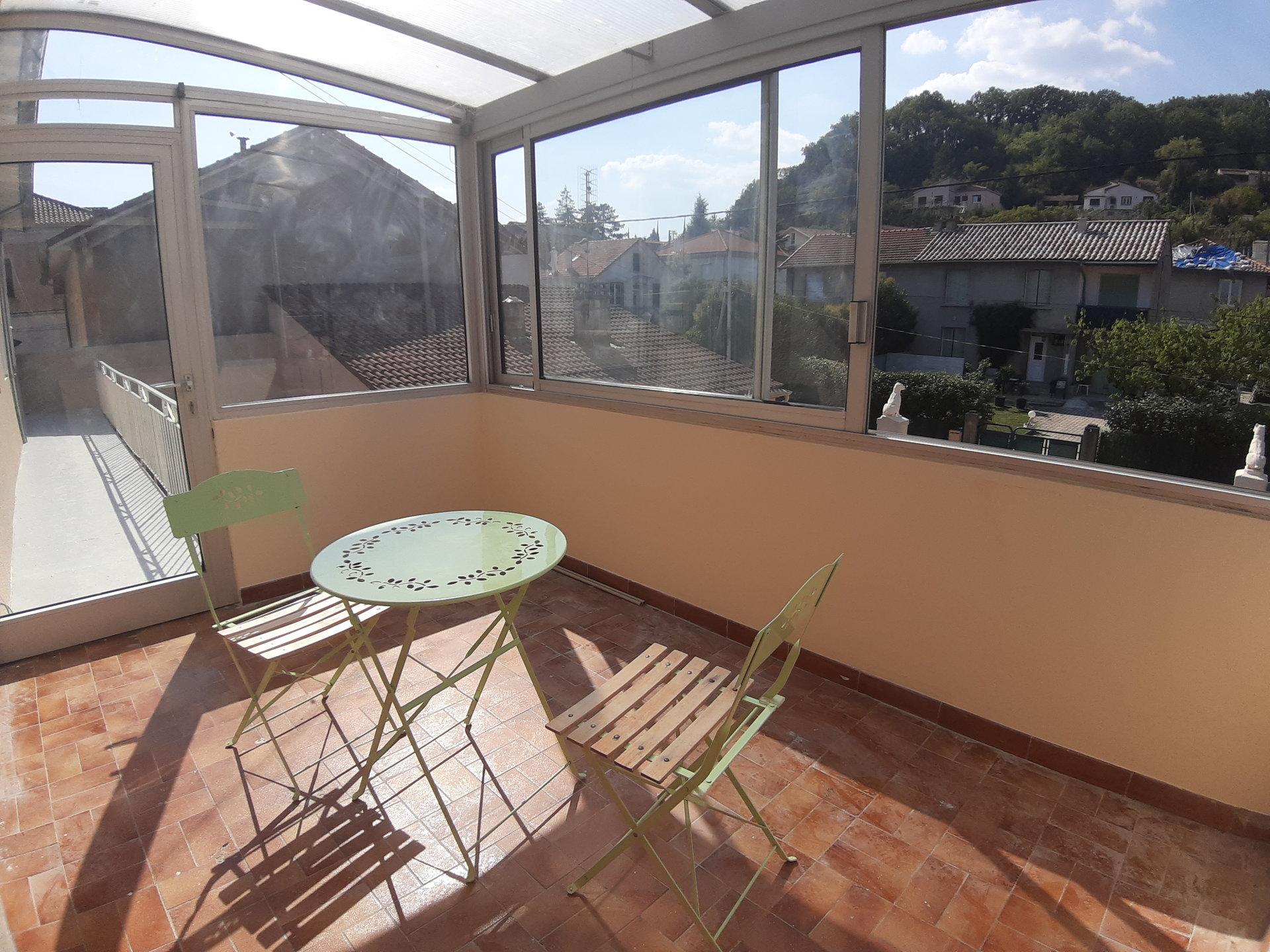 T4 avec balcon et garage