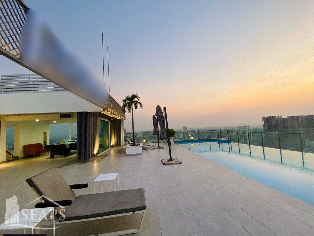 Stylish and Luxury 3 Bedroom Condo For Rent in BKK1