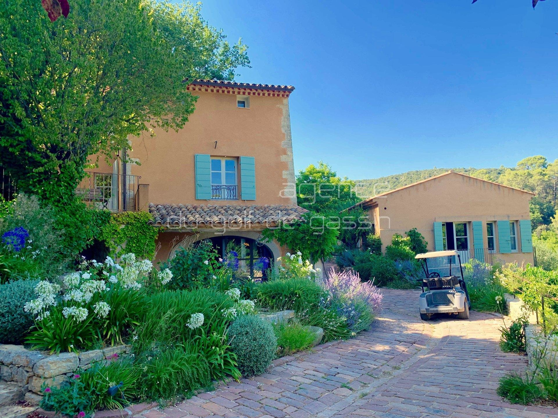 AVAILABILITIES IN AUGUST - In the heart of a vineyard in Provence, magnificent property with swimming pool combining authenticity and comfort.