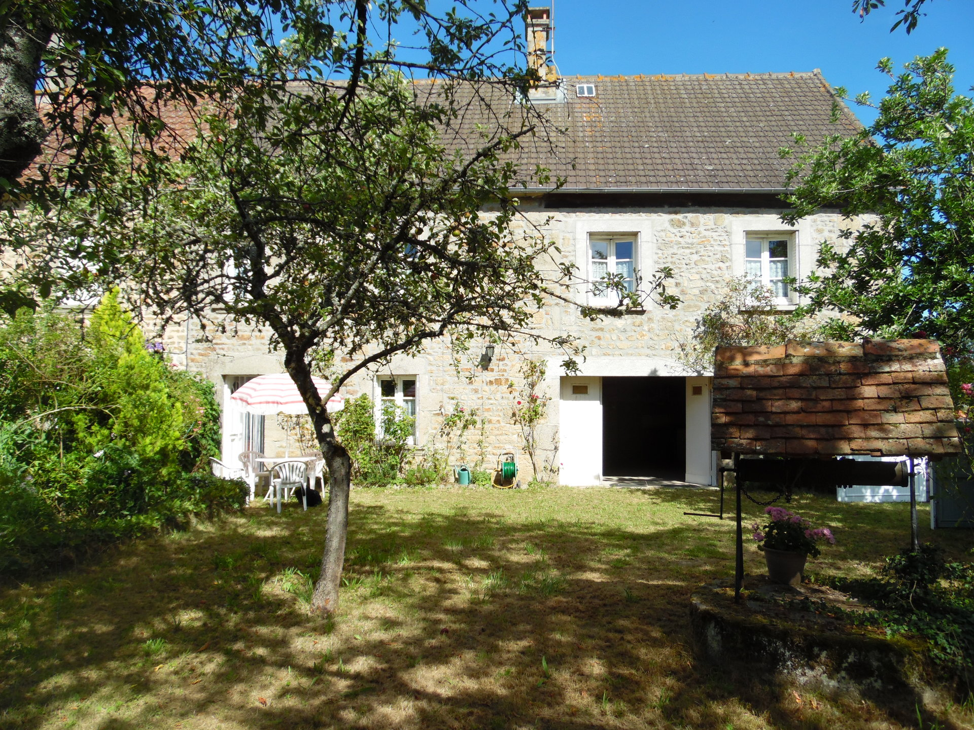 For sale in the Creuse a house with garage and garden.