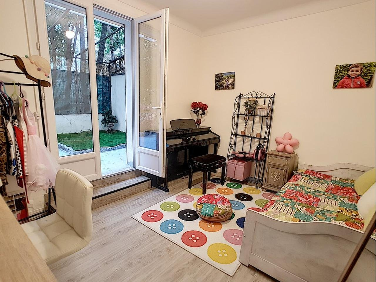Appartement  4 Rooms 108m2  for sale   740000 €