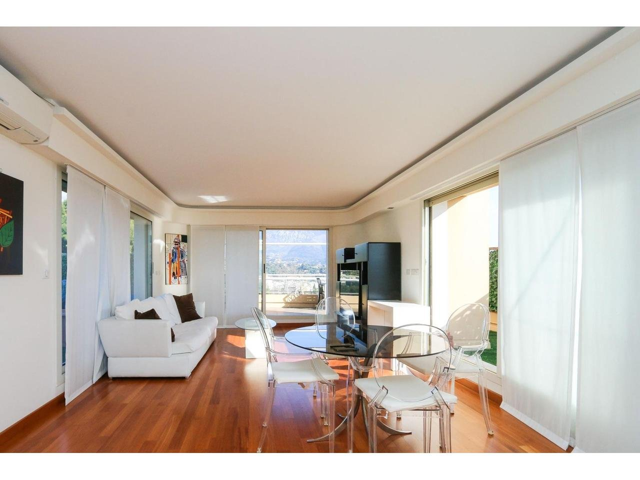 Appartement  4 Rooms 92.28m2  for sale   990 000 €