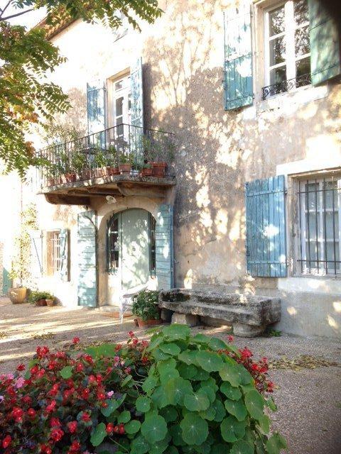 Cabrière d'Avignon au centre du village