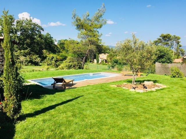 Proche Gordes, maison avec piscine et jolies vues