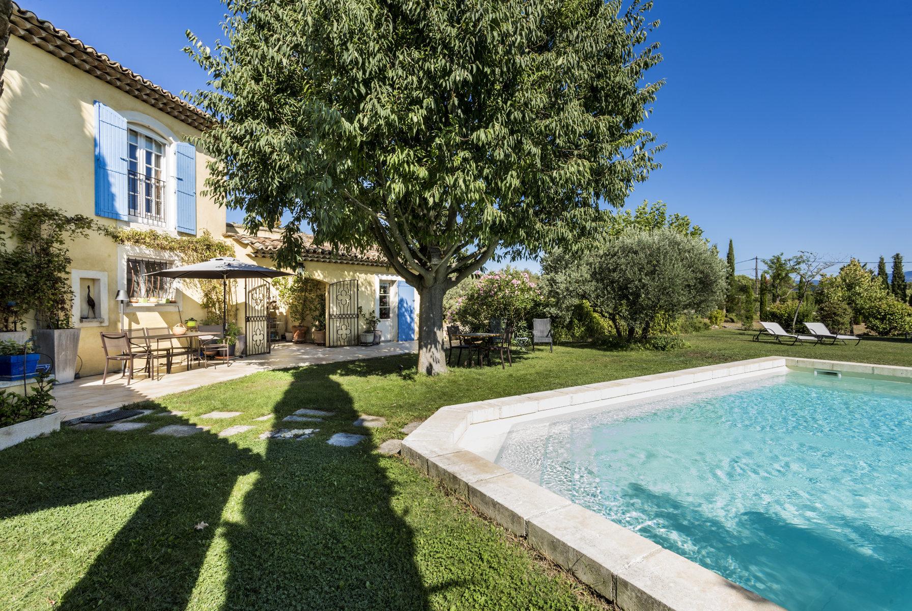 Villa avec piscine et vue à St Saturnin les Apt