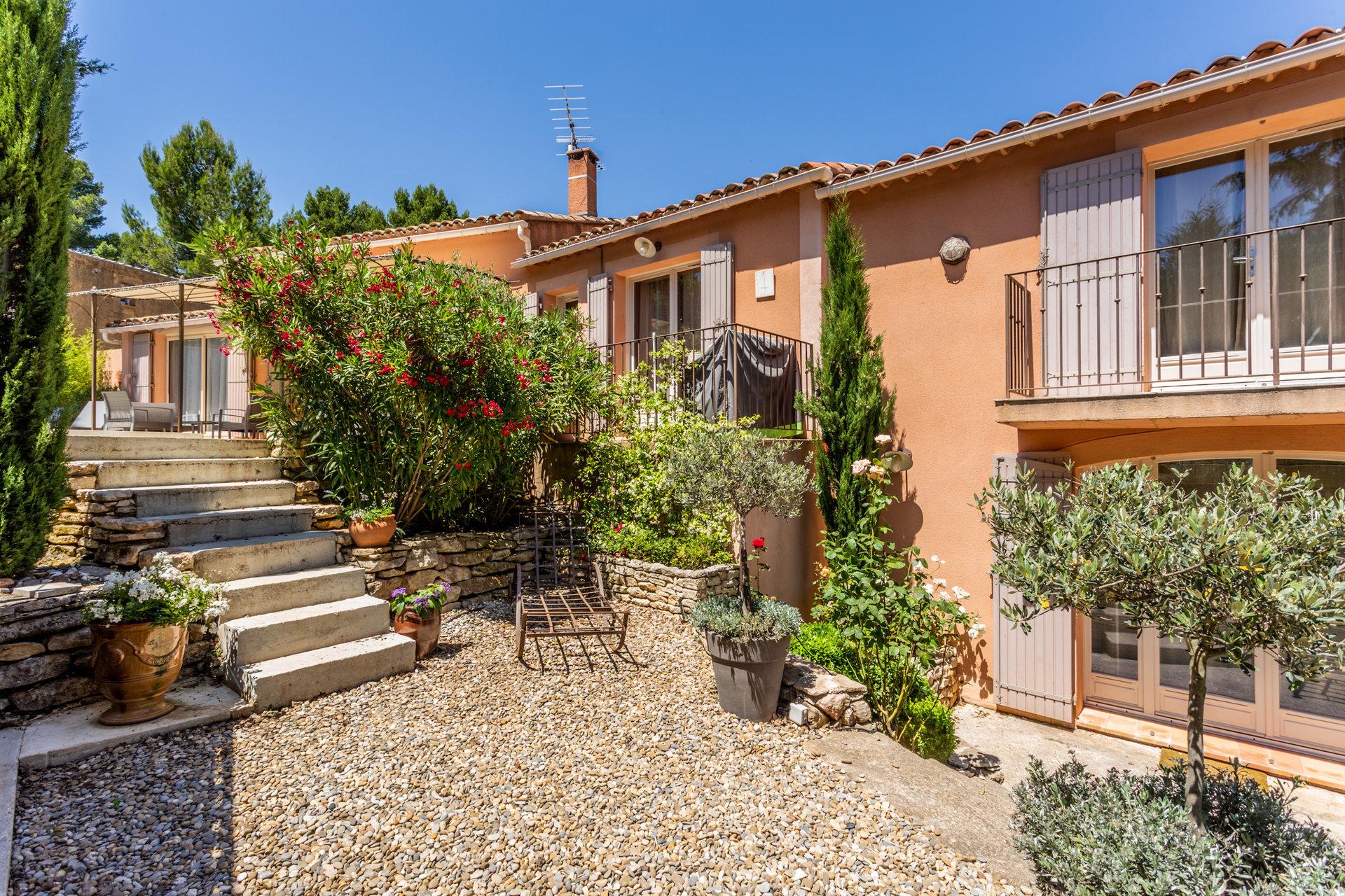 Villa avec piscine à Roussillon
