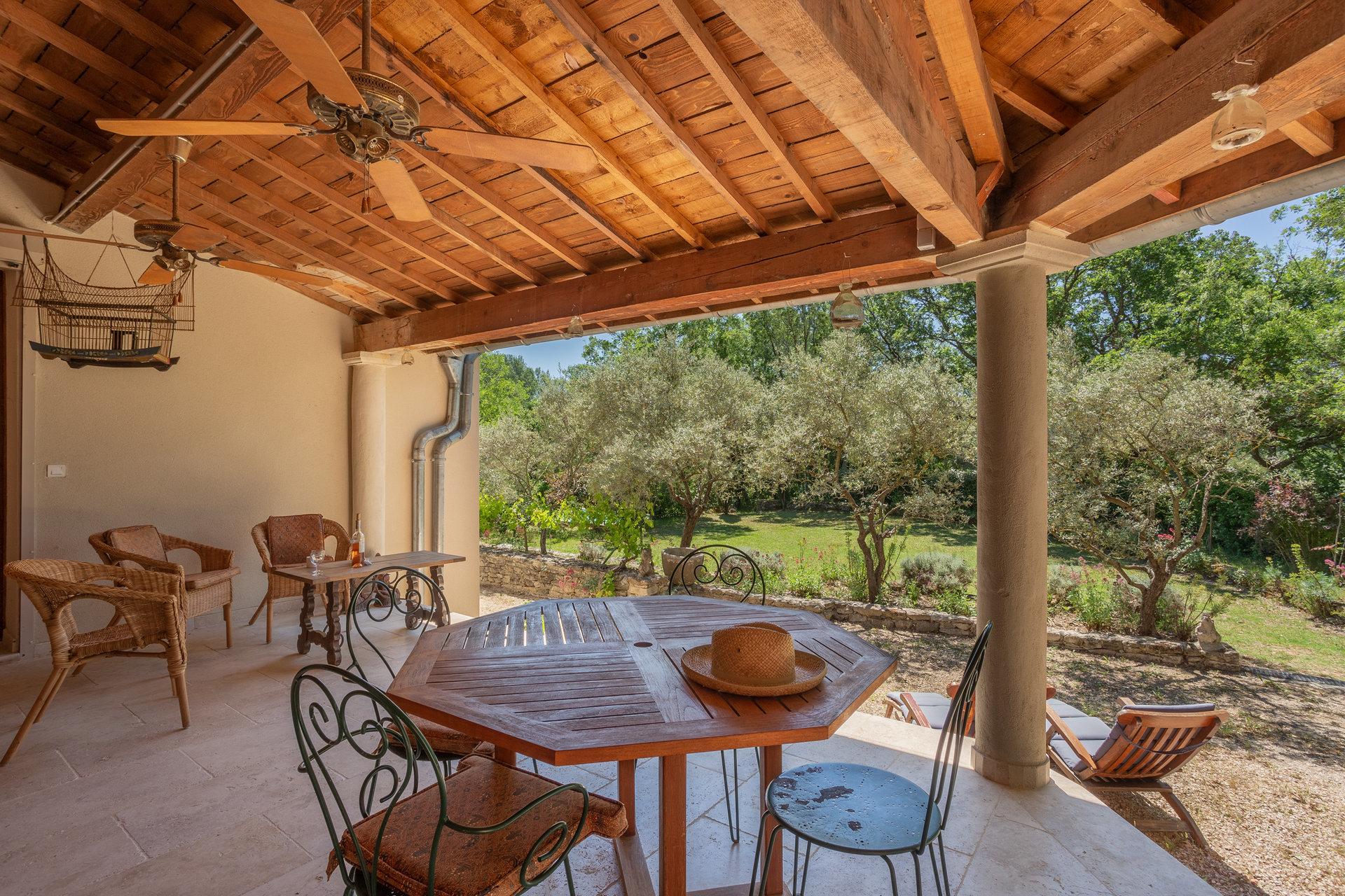 Maison de campagne avec piscine à Roussillon
