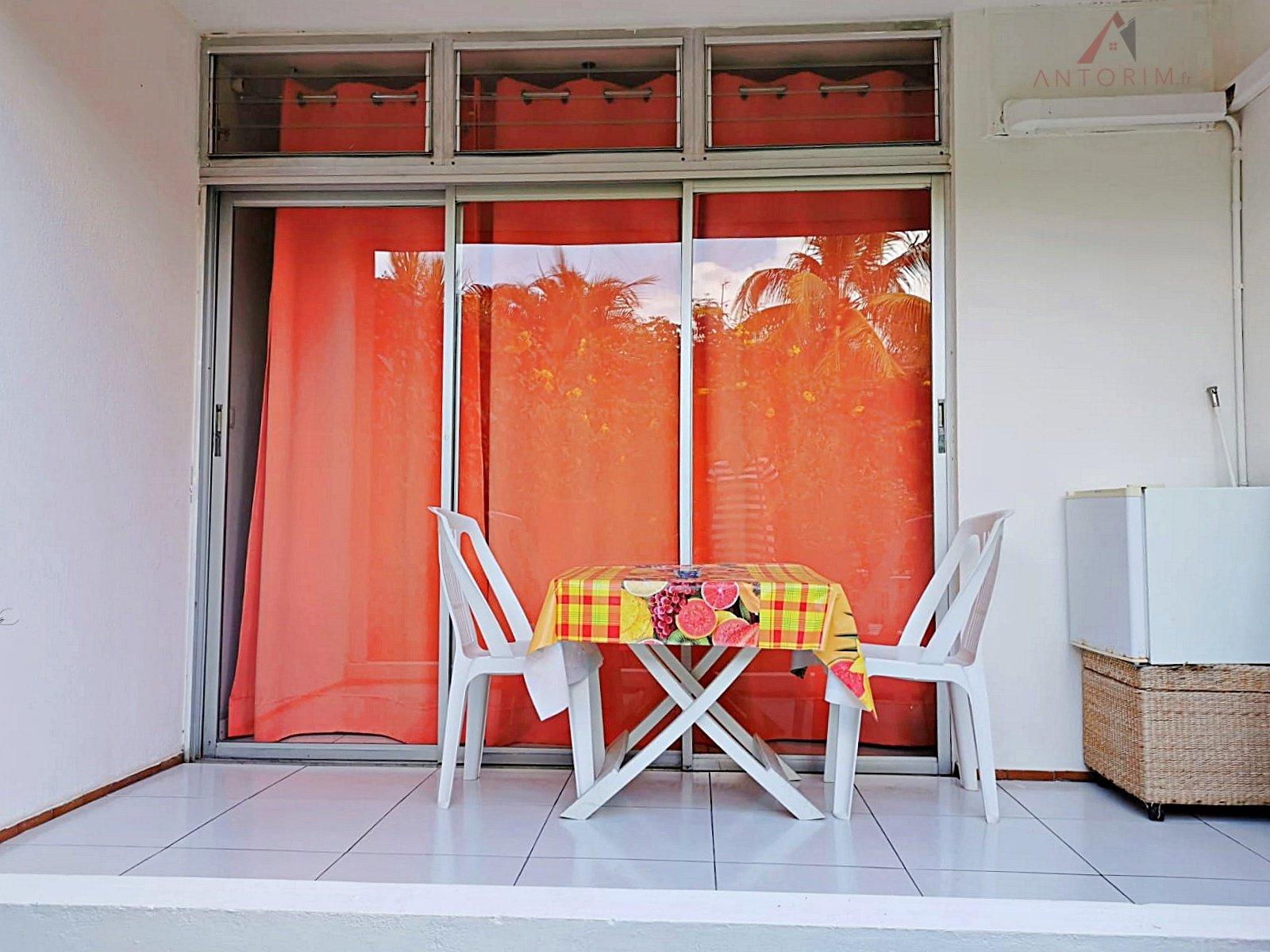 LES TROIS-ILETS - Pointe du Bout : Beau Studio meublé en Rez-de-Jardin
