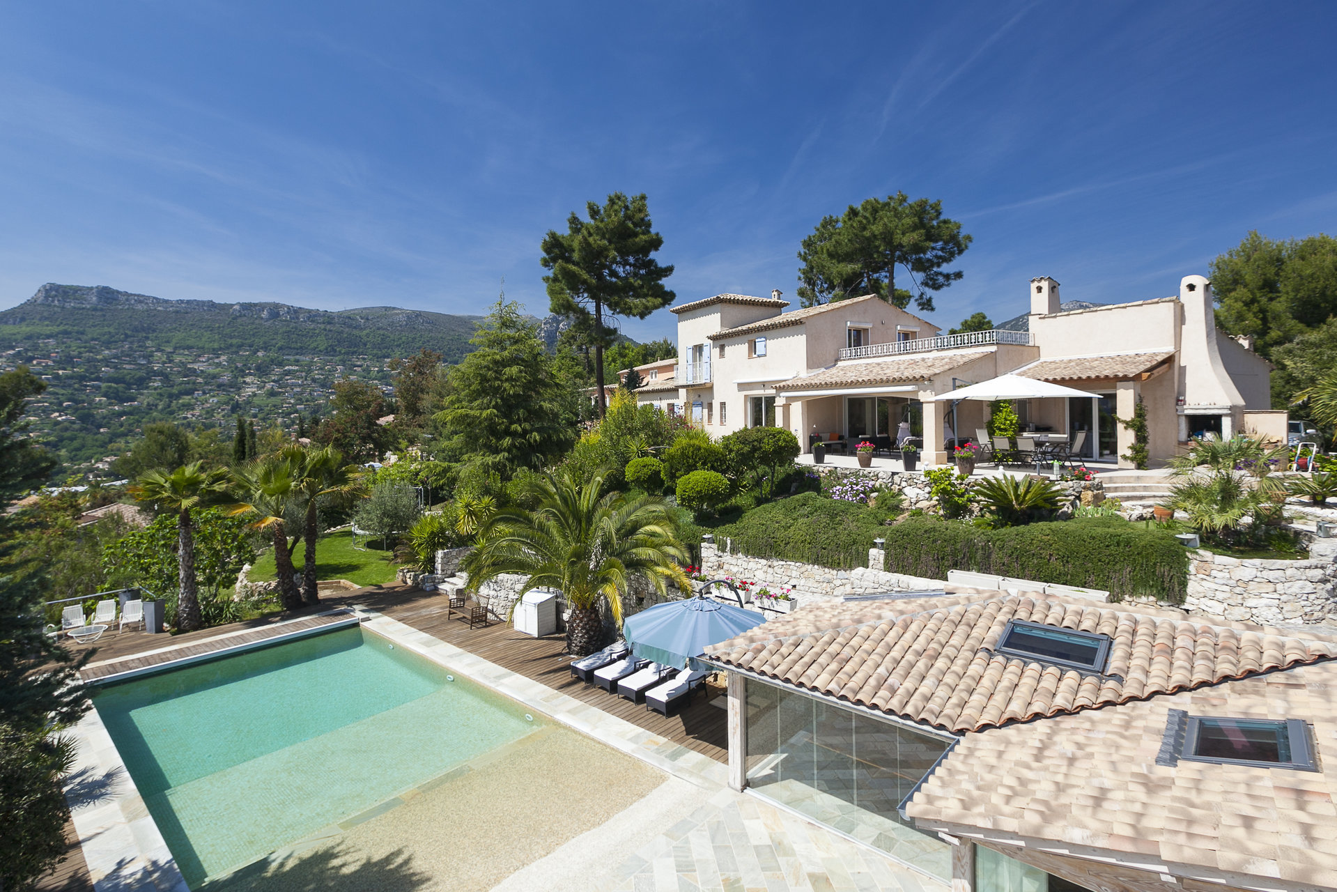 ALPES MARITIMES (06) -  VENCE -  VENTE PROPRIETE VILLA 6 PIECES +2 DEPENDANCES +PISCINE