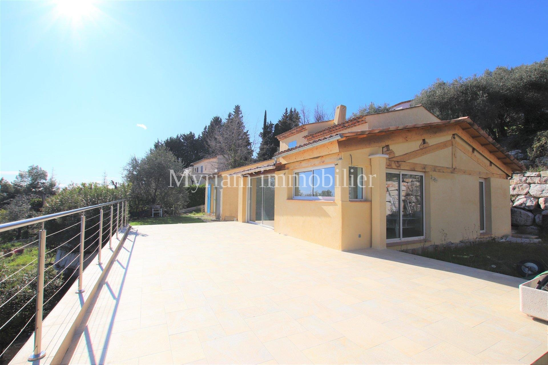 Detached 5-room villa Panoramic view Bay of Cannes at LE TIGNET