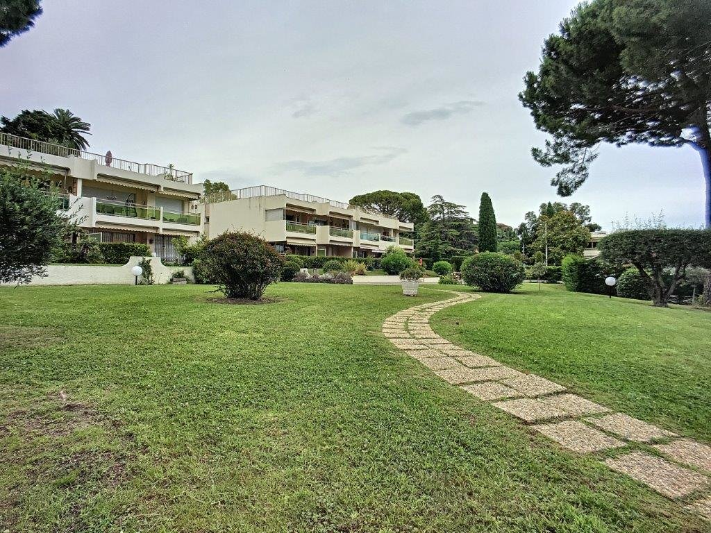 2-bedroom flat on the top floor with sea view terrace and parkings - Cannes Croix des Gardes