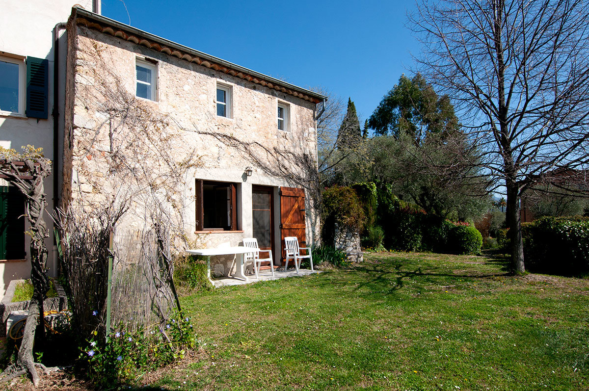 For Sale St Jean Grasse - Charming property with 2 bedrooms, requires modernisation