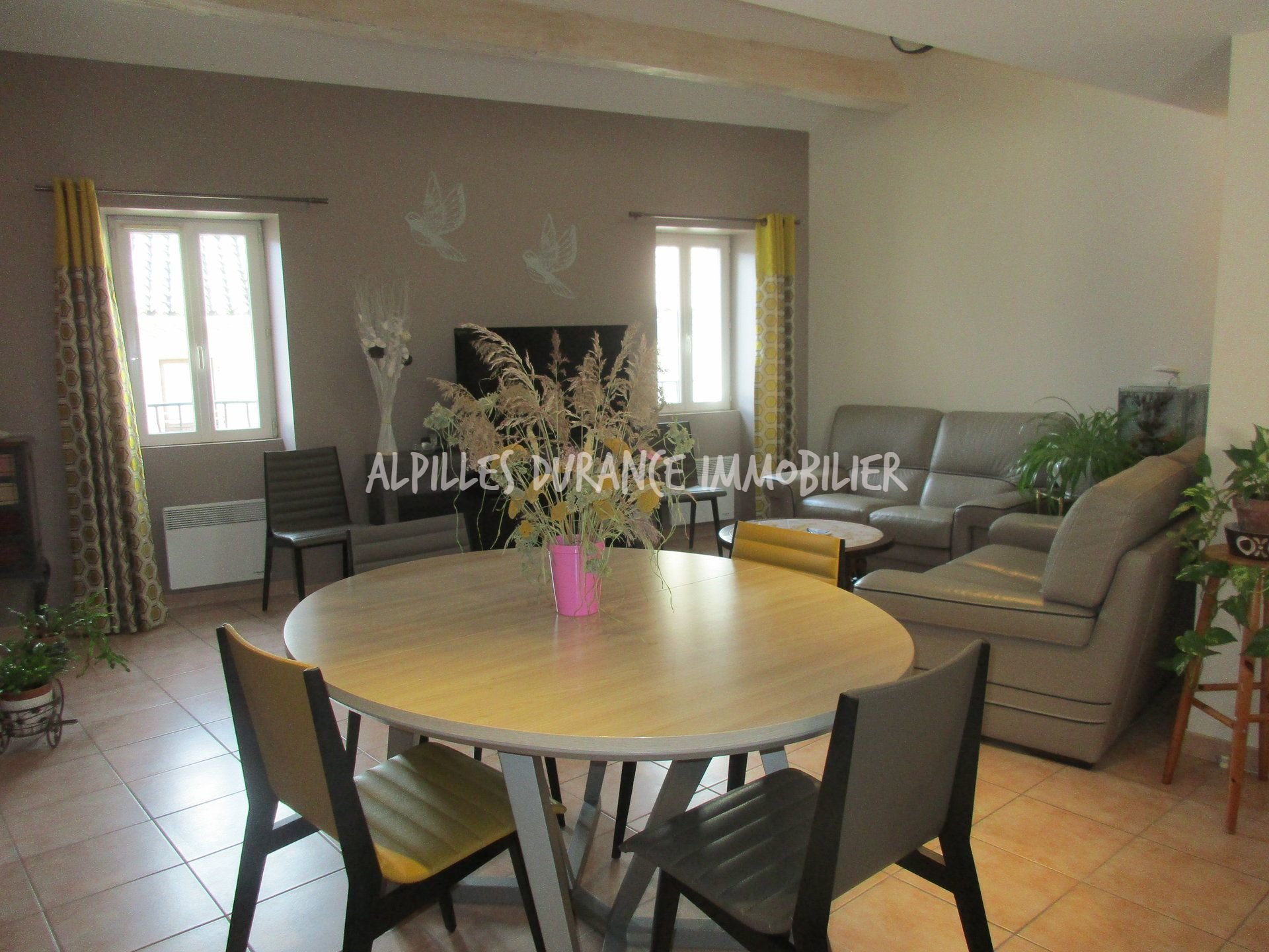 NOVES 88 sqm apartment with garage and cellar