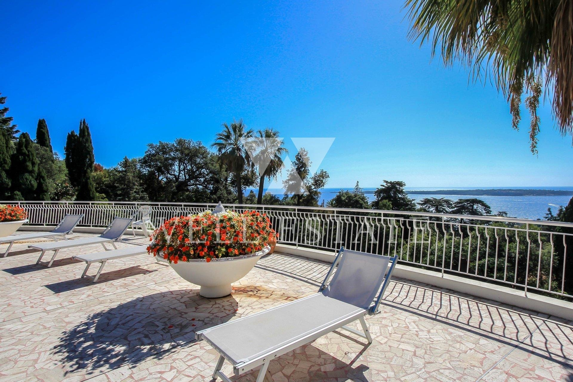 SEASONAL RENT CANNES CALIFORNIE 3/4 BEDROOM APARTMENT 170M2 SEA VIEW .