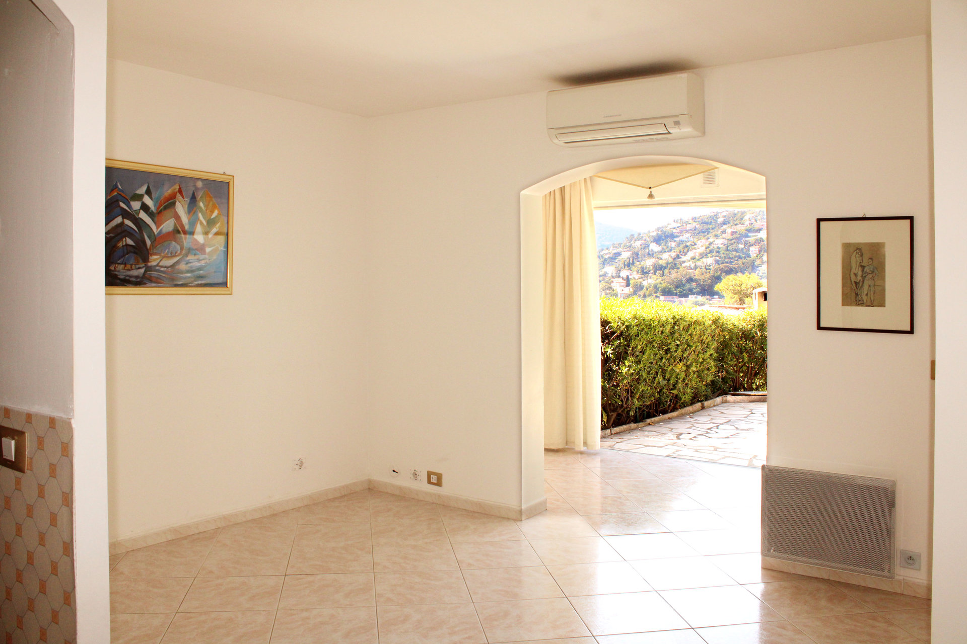 Bright and friendly 1 bedroom with sea view