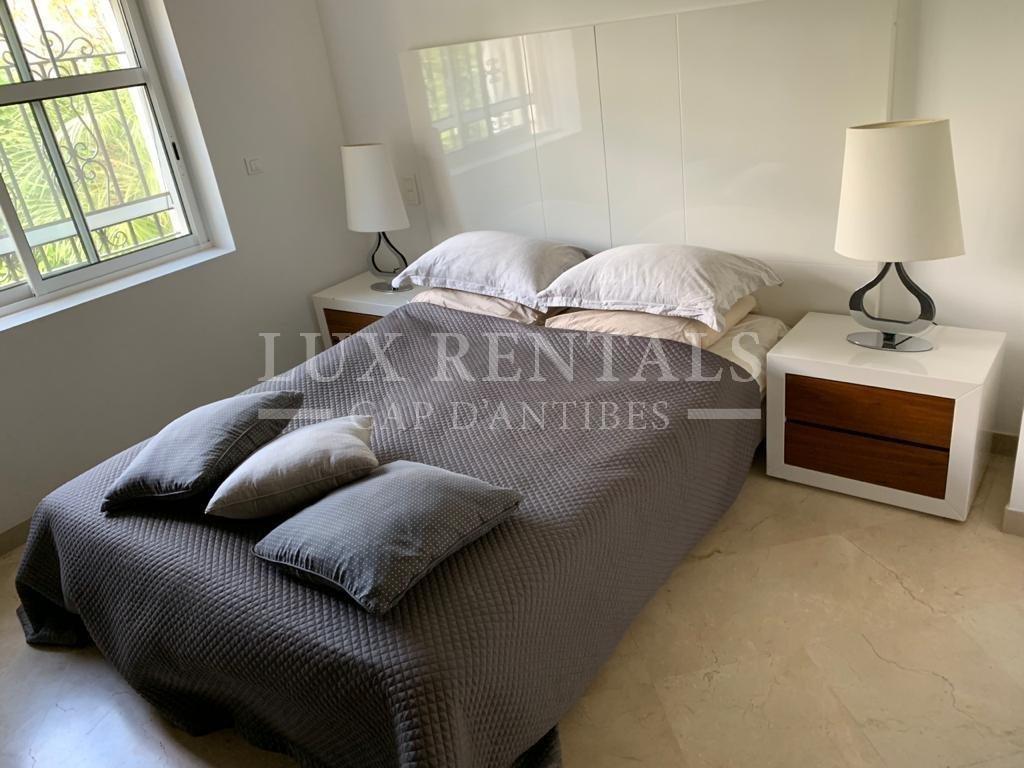 Seasonal rental Villa - Antibes Cap-d'Antibes