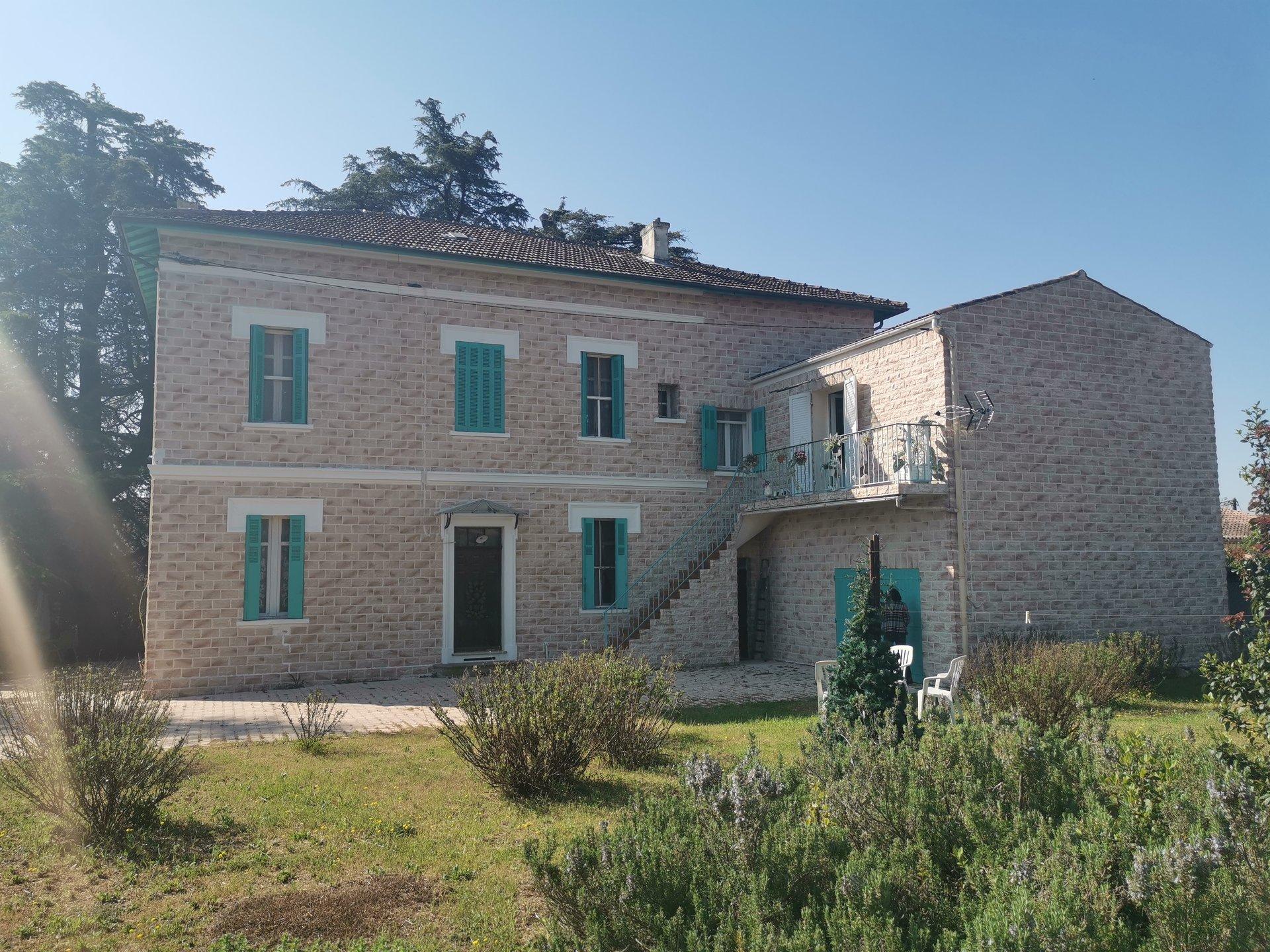 LES ARCS SUR ARGENS, maison de maître DE 238 M² à relooker sur 1392 m² de terrain constructible