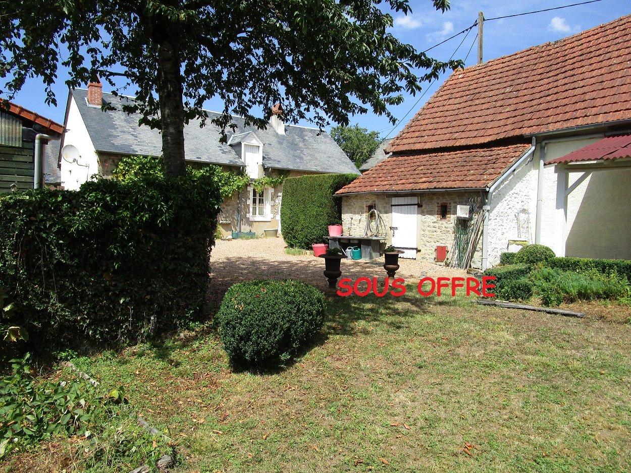 Ensemble de deux maisons a vendre  , chez le Morvan