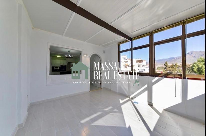 En venta en Los Cristianos, en el complejo residencial Albatros, apartamento de 59 m2 en muy buen estado de conservación.