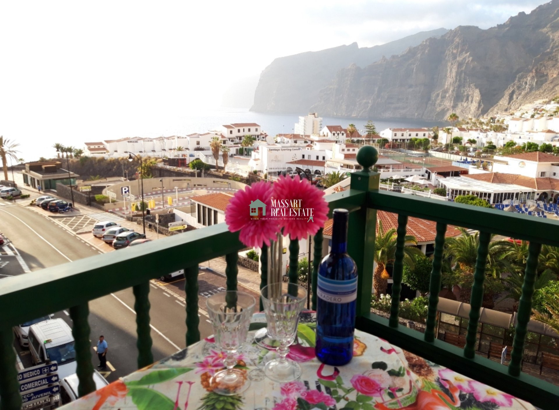 For rent in the wonderful coastal area of Puerto De Santiago, furnished apartment of 80 m2 with wonderful views of Los Acantilados de Los Gigantes.