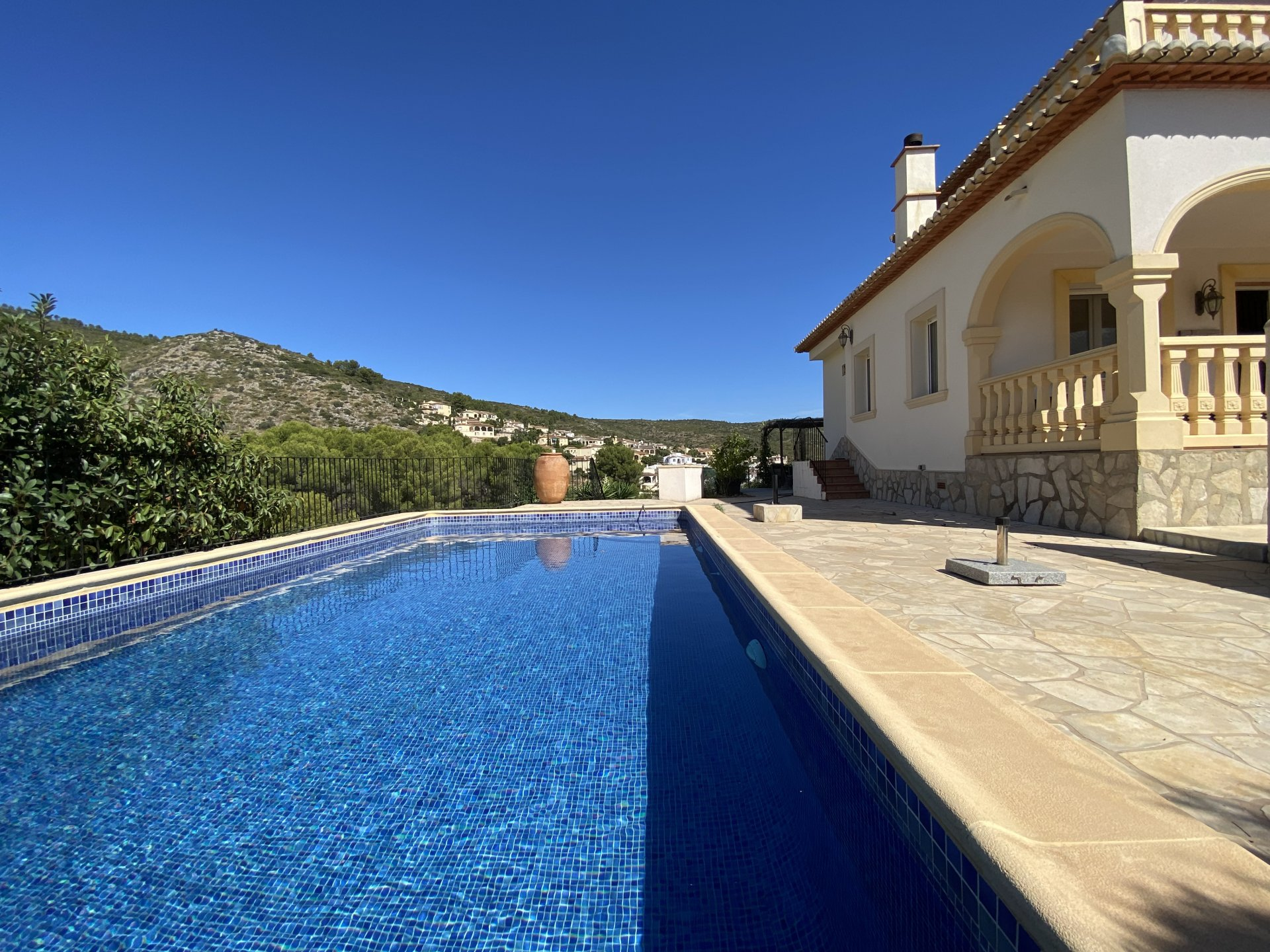 Villa moderna amueblada con hermosa vista